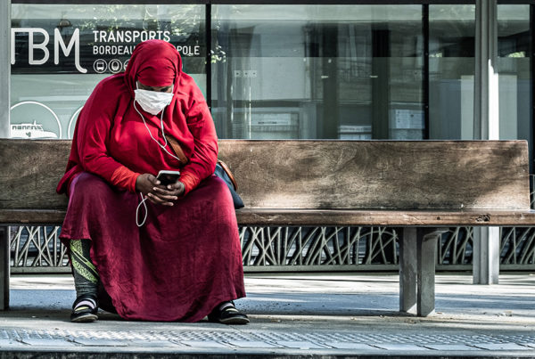 woman-on-bench-looking-at-phone