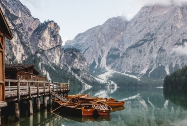 mountain-lake-with-boats